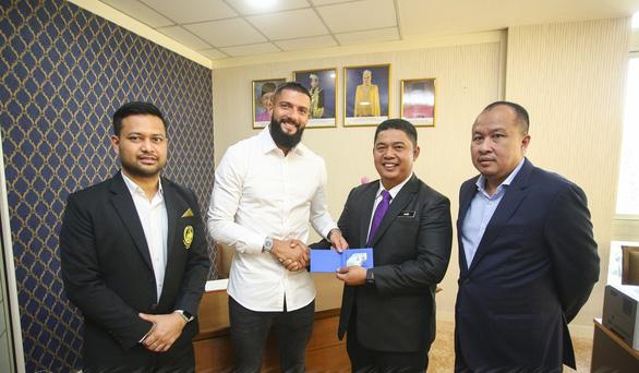 Malaysia nhập tịch thành công cầu thủ người Kosovo để đá vòng loại World Cup - Ảnh 1.