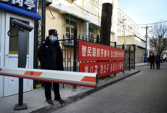 Người Trung Quốc tìm mọi cách phòng dịch virus corona sau kỳ nghỉ tết - Ảnh 2.