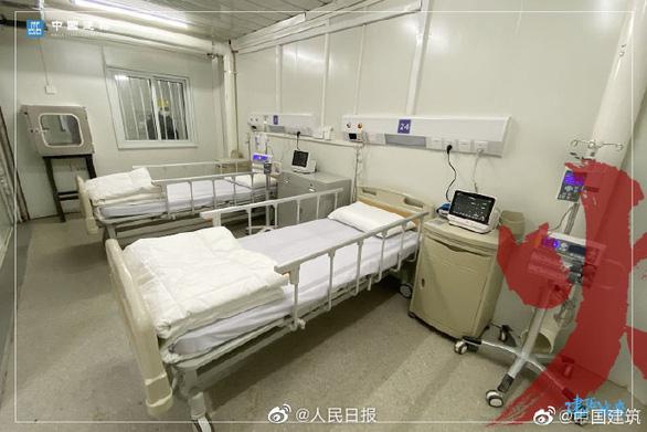 Bệnh viện dã chiến Hỏa Thần Sơn đã tiếp nhận bệnh nhân nhiễm corona - Ảnh 2.