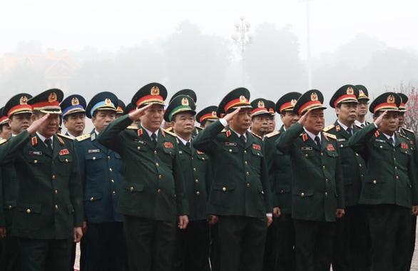 Lãnh đạo Đảng, Nhà nước vào Lăng viếng Chủ tịch Hồ Chí Minh, tưởng niệm các Anh hùng liệt sĩ - Ảnh 3.