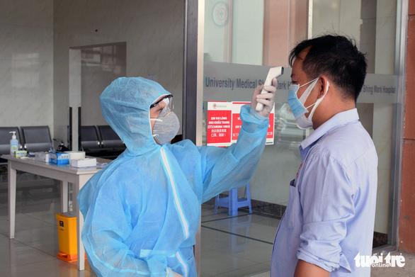 Đón lõng, chuyển một lao động Trung Quốc nghi nhiễm corona đến Bệnh viện Chợ Rẫy - Ảnh 1.