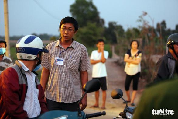 Bắt chưa được Tuấn 'khỉ' lại phải mướt mồ hôi với người dân đến livestream - Ảnh 6.