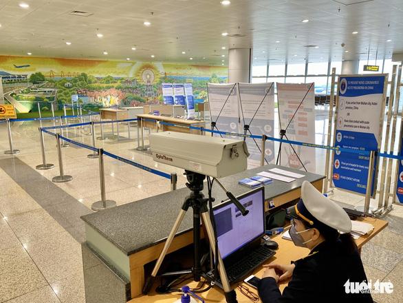 Người nước ngoài nhập cảnh vào Việt Nam phải khai báo lộ trình đi lại - Ảnh 1.