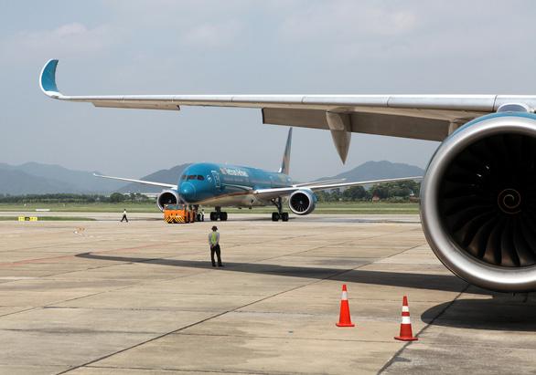 Giảm tần suất, hủy chuyến bay sang Hàn Quốc vì khách ngại dịch - Ảnh 1.
