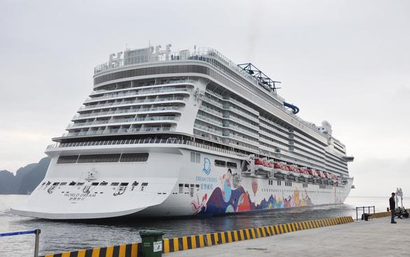 Quảng Ninh bác thông tin tàu du lịch chở 3 người nhiễm virus corona đến Hạ Long - Ảnh 1.