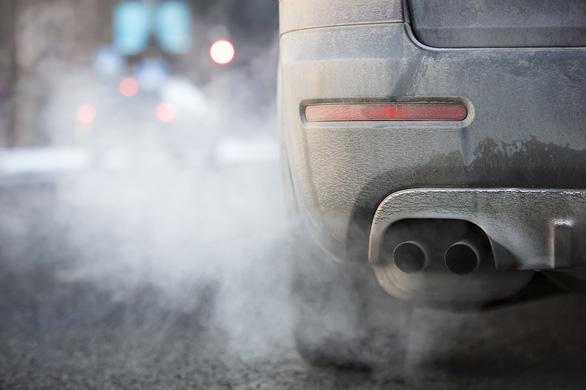 Thêm quốc gia ráo riết cấm bán xe chạy bằng xăng dầu - Ảnh 2.