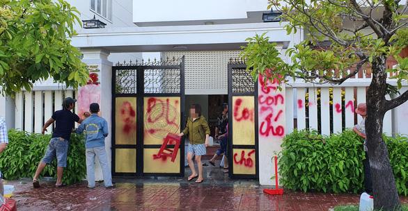 Truy xét nhóm người tạt sơn, dầu nhớt nhà giám thị trại giam Bộ Công an - Ảnh 1.