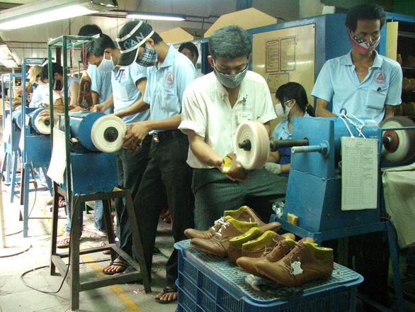 Lo đình trệ sản xuất vì đứt nguồn nguyên liệu từ Trung Quốc - Ảnh 2.