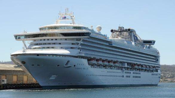 Nhật xác nhận 10 hành khách nhiễm virus corona trên du thuyền bị cách ly - Ảnh 1.