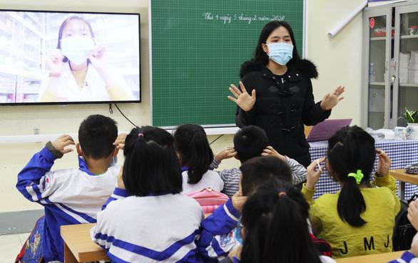 TP Vinh ra quy định tuyển giáo viên không quá 30 tuổi - Ảnh 1.