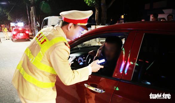 WHO tại Việt Nam: kiểm tra nồng độ cồn, mỗi người phải một ống thổi mới - Ảnh 1.