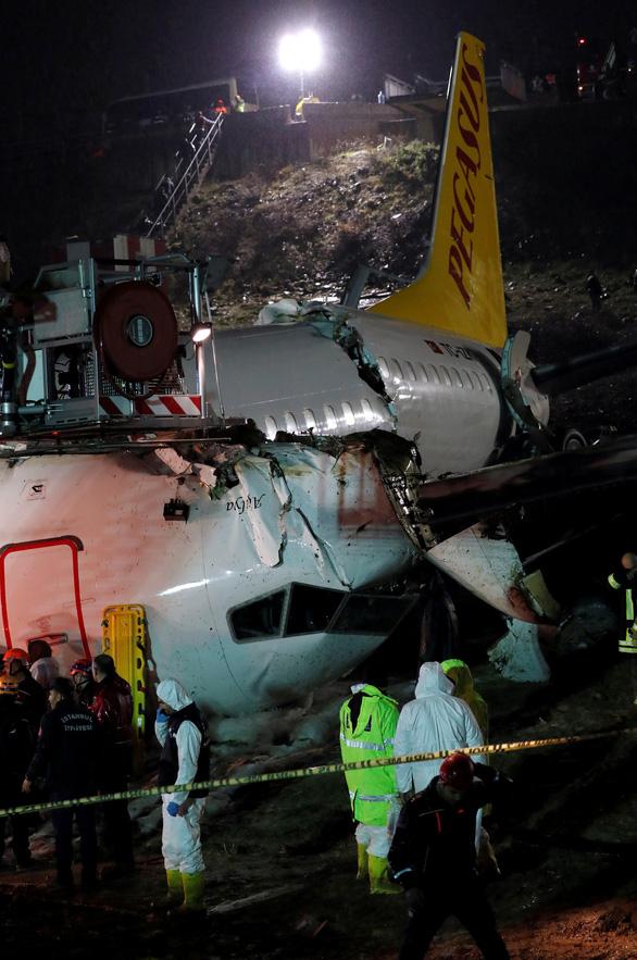 Máy bay trượt khỏi đường băng ở Istanbul: 3 người chết, 179 người bị thương - Ảnh 2.