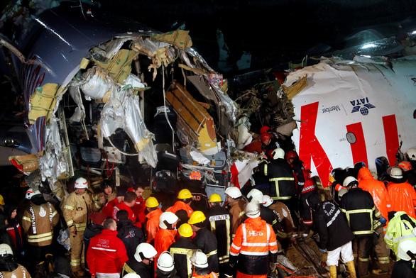 Máy bay trượt khỏi đường băng ở Istanbul: 3 người chết, 179 người bị thương - Ảnh 1.