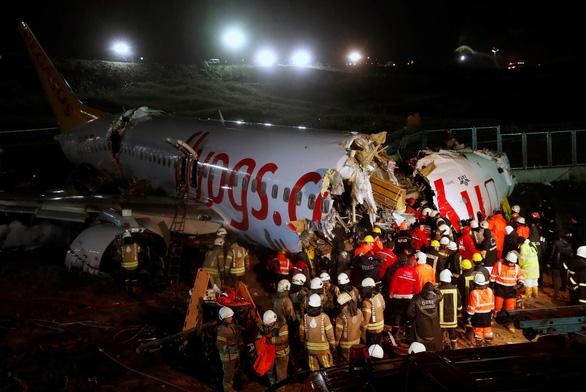 Máy bay trượt khỏi đường băng ở Istanbul: 3 người chết, 179 người bị thương - Ảnh 4.
