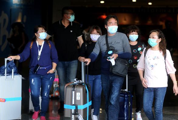 WHO bác bỏ cách chống virus corona từ tỏi, tiêu, kim chi... đến phân bò - Ảnh 1.
