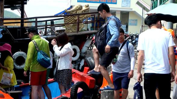 Sức khỏe những người tiếp xúc gần vợ chồng Trung Quốc nhiễm nCoV bình thường - Ảnh 1.