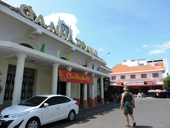 Đường sắt Sài Gòn ngưng nhiều tàu và giảm giá vé - Ảnh 1.