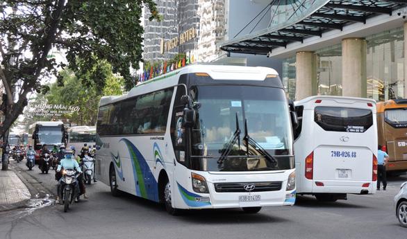 Cấm xe khách 29 chỗ trở lên vào trung tâm TP Nha Trang giờ cao điểm - Ảnh 1.