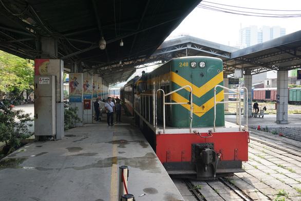 Kiểm tra thân nhiệt hành khách tại ga Sài Gòn chống dịch do virus corona - Ảnh 6.
