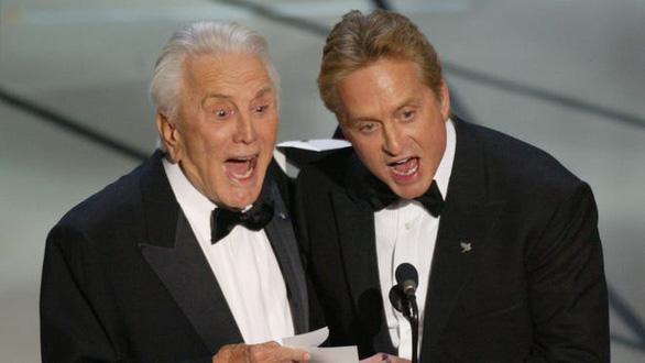 Huyền thoại điện ảnh Mỹ Kirk Douglas qua đời ở tuổi 103 - Ảnh 2.