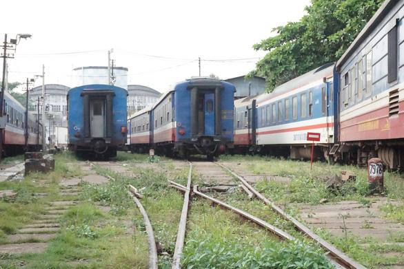 Cảnh khử trùng nguyên một đoàn tàu lửa trước khi chở khách ở ga Sài Gòn - Ảnh 7.