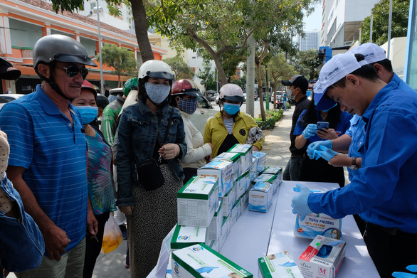 Phát miễn phí 20.000 khẩu trang y tế tại TP Nha Trang - Ảnh 3.