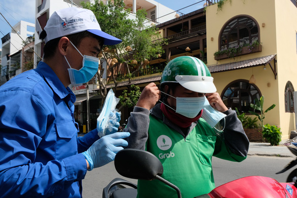 Phát miễn phí 20.000 khẩu trang y tế tại TP Nha Trang - Ảnh 4.