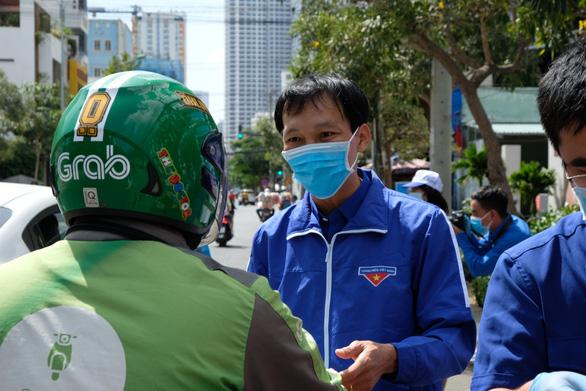 Phát miễn phí 20.000 khẩu trang y tế tại TP Nha Trang - Ảnh 5.