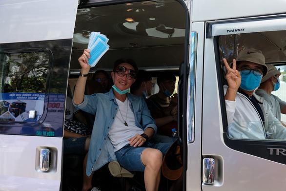 Phát miễn phí 20.000 khẩu trang y tế tại TP Nha Trang - Ảnh 7.