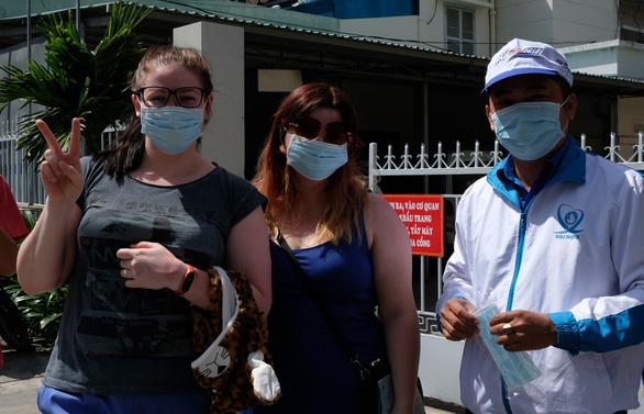 Phát miễn phí 20.000 khẩu trang y tế tại TP Nha Trang - Ảnh 6.