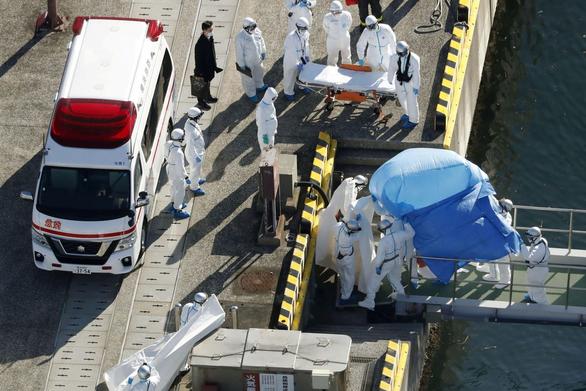 218 người nhiễm virus corona trên Diamond Princess, Nhật sơ tán gấp người già - Ảnh 2.