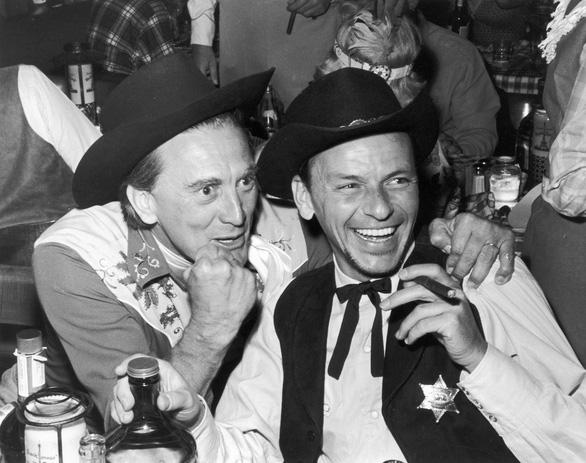 Huyền thoại điện ảnh Mỹ Kirk Douglas qua đời ở tuổi 103 - Ảnh 6.