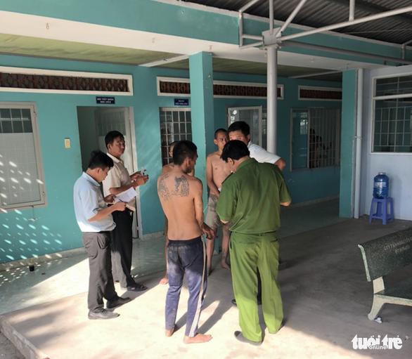 Hơn 30 học viên cơ sở cai nghiện ma túy lại bỏ trốn ở Tiền Giang - Ảnh 1.