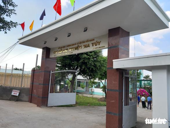 Hơn 30 học viên cơ sở cai nghiện ma túy lại bỏ trốn ở Tiền Giang - Ảnh 2.