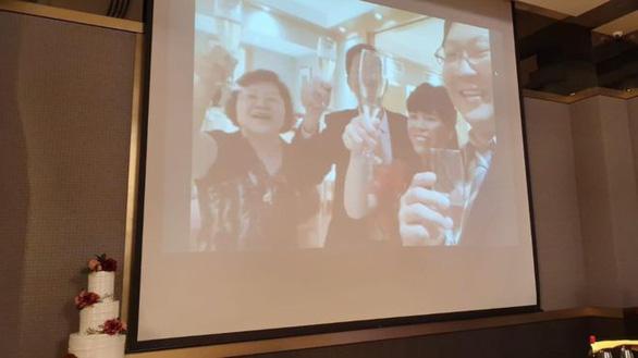Live-stream lễ cưới vì khách sợ virus corona - Ảnh 1.