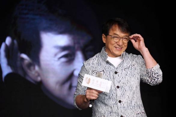 Thành Long trao thưởng 3,3 tỉ đồng cho người tìm ra thuốc trị virus corona - Ảnh 1.