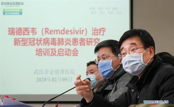 Trung Quốc sẽ thử nghiệm thuốc của Mỹ cho bệnh nhân nhiễm virus corona - Ảnh 1.