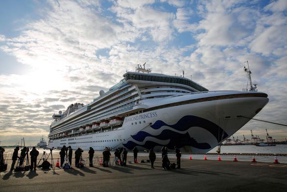 Thêm 41 người nhiều quốc tịch nhiễm virus corona trên du thuyền ở Nhật Bản - Ảnh 1.