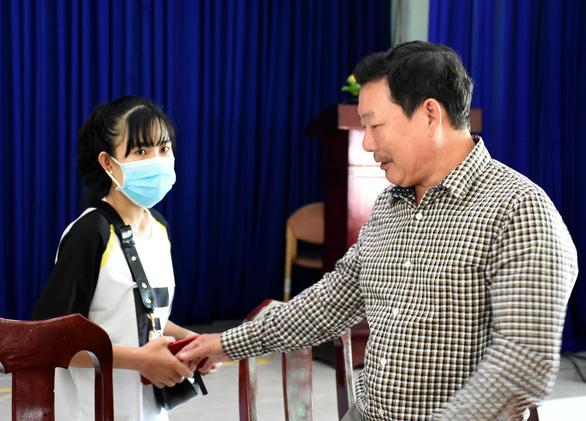 Nữ lễ tân từng nhiễm virus corona: Sức khỏe tôi tốt nhưng buồn vì bị xa lánh - Ảnh 2.