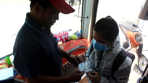 Các nhà xe ở Bình Định miễn phí cho sinh viên TP.HCM về quê tránh dịch corona - Ảnh 1.