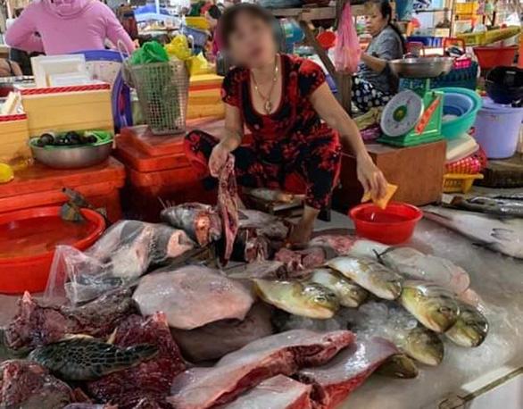 Rùa biển quý hiếm bị xẻ thịt bán ở chợ Hà Tiên? - Ảnh 1.