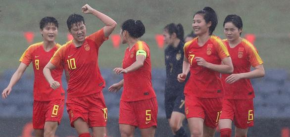 Thảm bại trước Trung Quốc, tuyển nữ Thái Lan bị loại khỏi cuộc đua dự Olympic - Ảnh 1.