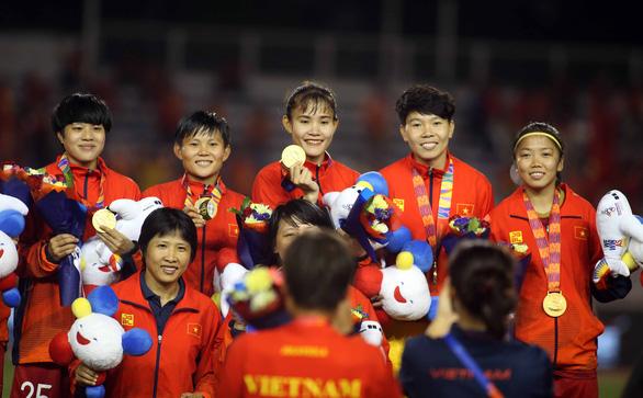 Trợ lý Kim Chi về Việt Nam chịu tang cha sau trận thắng Myanmar - Ảnh 1.