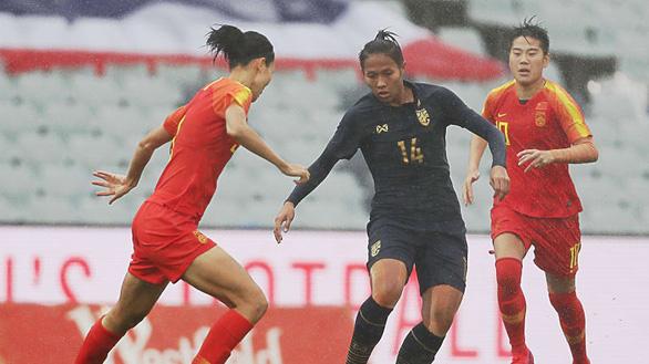Thảm bại trước Trung Quốc, tuyển nữ Thái Lan bị loại khỏi cuộc đua dự Olympic - Ảnh 2.