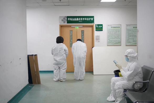 Dân Trung Quốc đau buồn, giận dữ khi bác sĩ Lý Văn Lượng qua đời - Ảnh 1.
