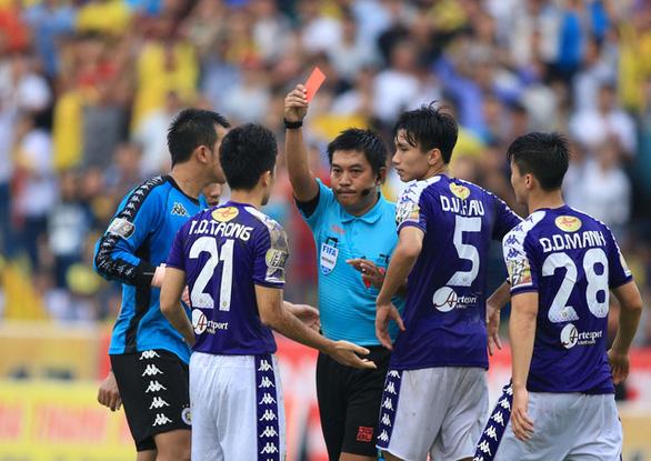 Nhiều cầu thủ Việt Nam xem thường việc học luật bóng đá - Ảnh 1.
