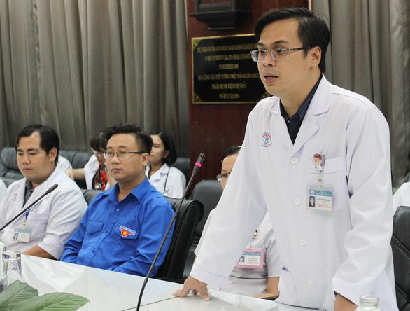 Thành đoàn TP.HCM khen tặng bác sĩ điều trị bệnh nhân nhiễm virus corona - Ảnh 3.