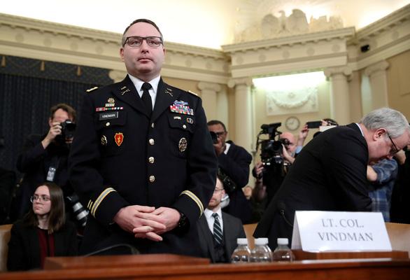 Ông Trump sa thải trung tá lục quân chống lại ông khi luận tội - Ảnh 1.