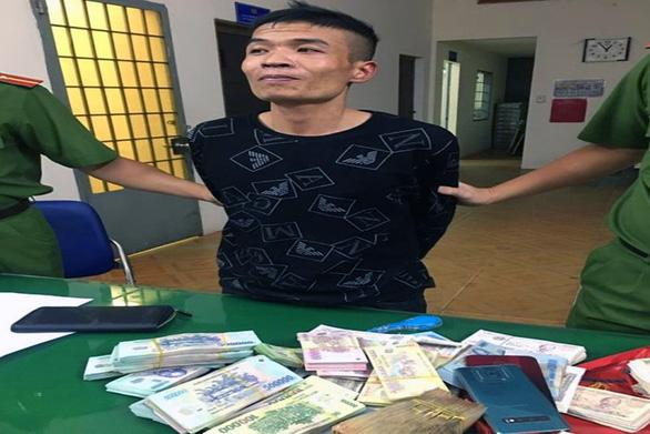 Cắt mái tôn đột nhập FPT Shop trộm hơn nửa tỉ đồng - Ảnh 1.