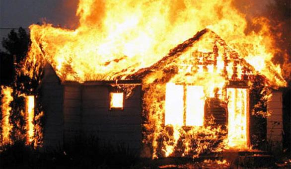 Cháy nhà giữa đêm khuya, 3 cha con chết thảm - Ảnh 1.